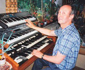 Pius_mit_Orgel